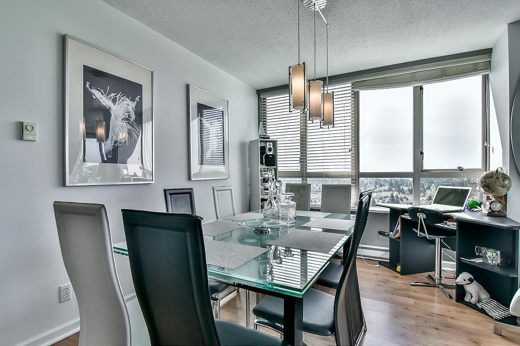 Condo Apartment at 2102 10082 148 STREET, Unit 2102, North Surrey, British Columbia. Image 10