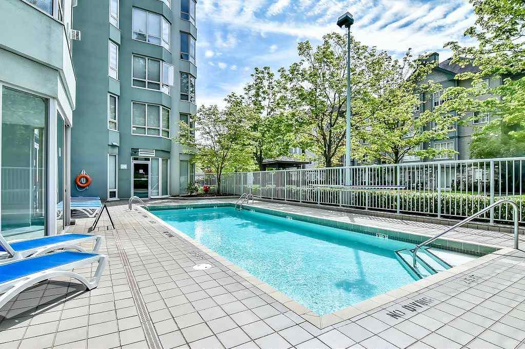 Condo Apartment at 2102 10082 148 STREET, Unit 2102, North Surrey, British Columbia. Image 14
