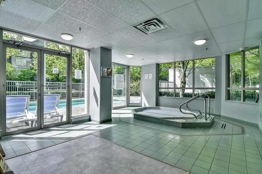 Condo Apartment at 2102 10082 148 STREET, Unit 2102, North Surrey, British Columbia. Image 15