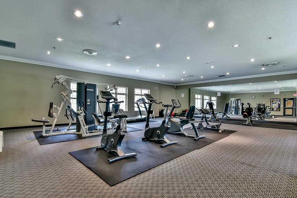 Condo Apartment at 2102 10082 148 STREET, Unit 2102, North Surrey, British Columbia. Image 19