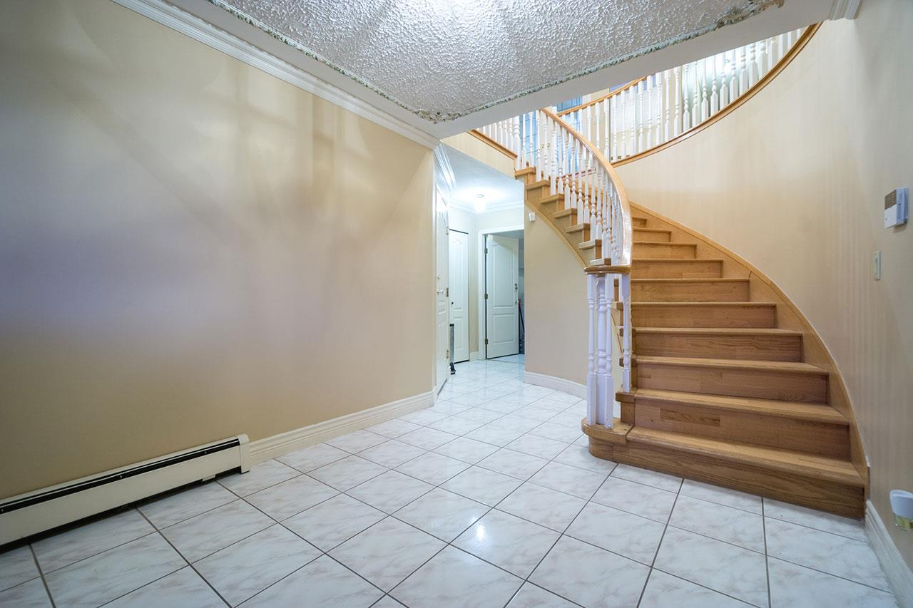 Detached at 110 VISCOUNT PLACE, New Westminster, British Columbia. Image 2