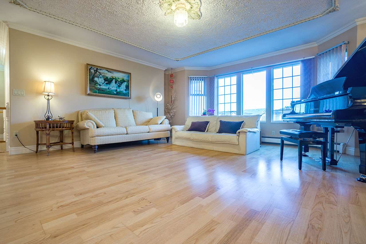 Detached at 110 VISCOUNT PLACE, New Westminster, British Columbia. Image 5