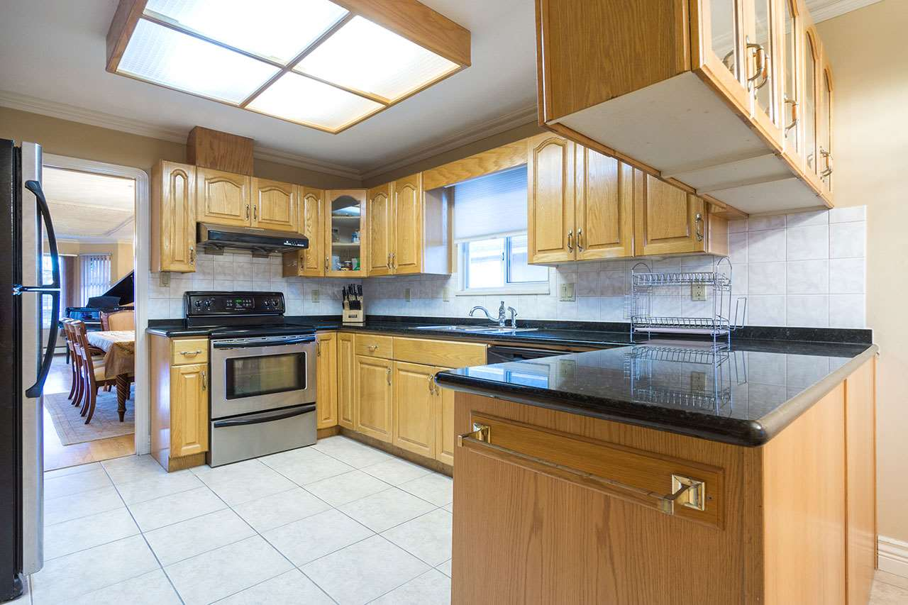 Detached at 110 VISCOUNT PLACE, New Westminster, British Columbia. Image 7