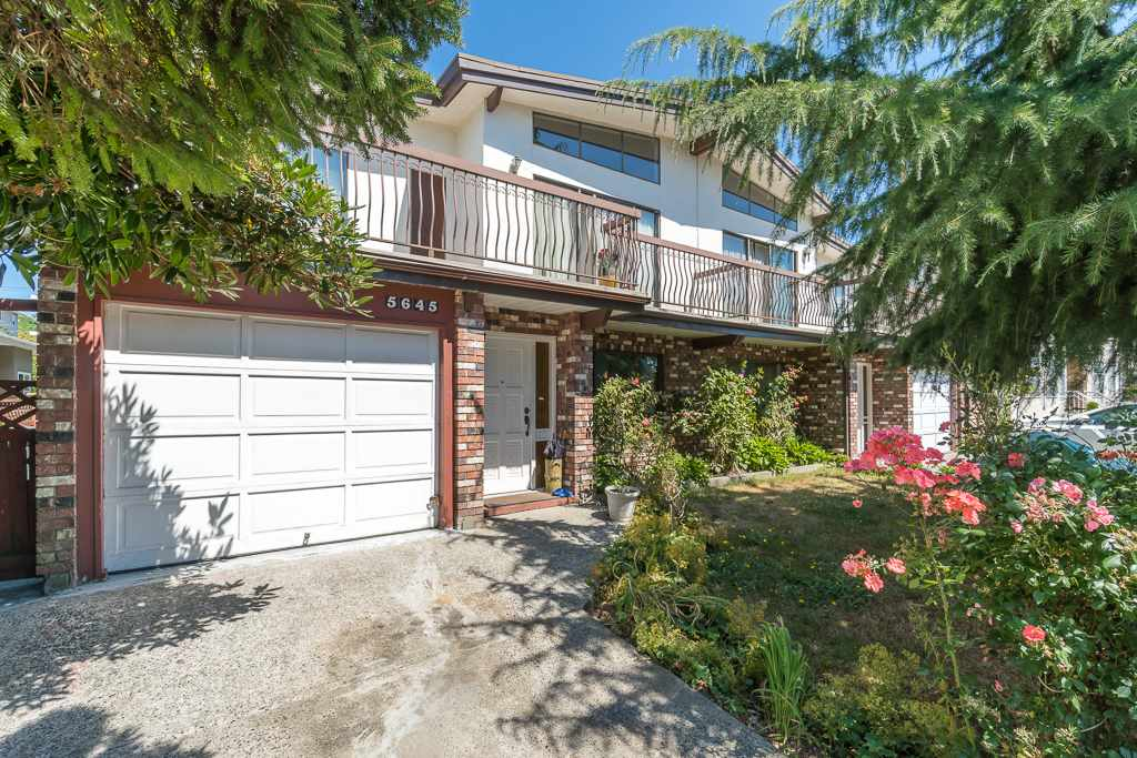 Half-duplex at 5645 NEVILLE STREET, Burnaby South, British Columbia. Image 1