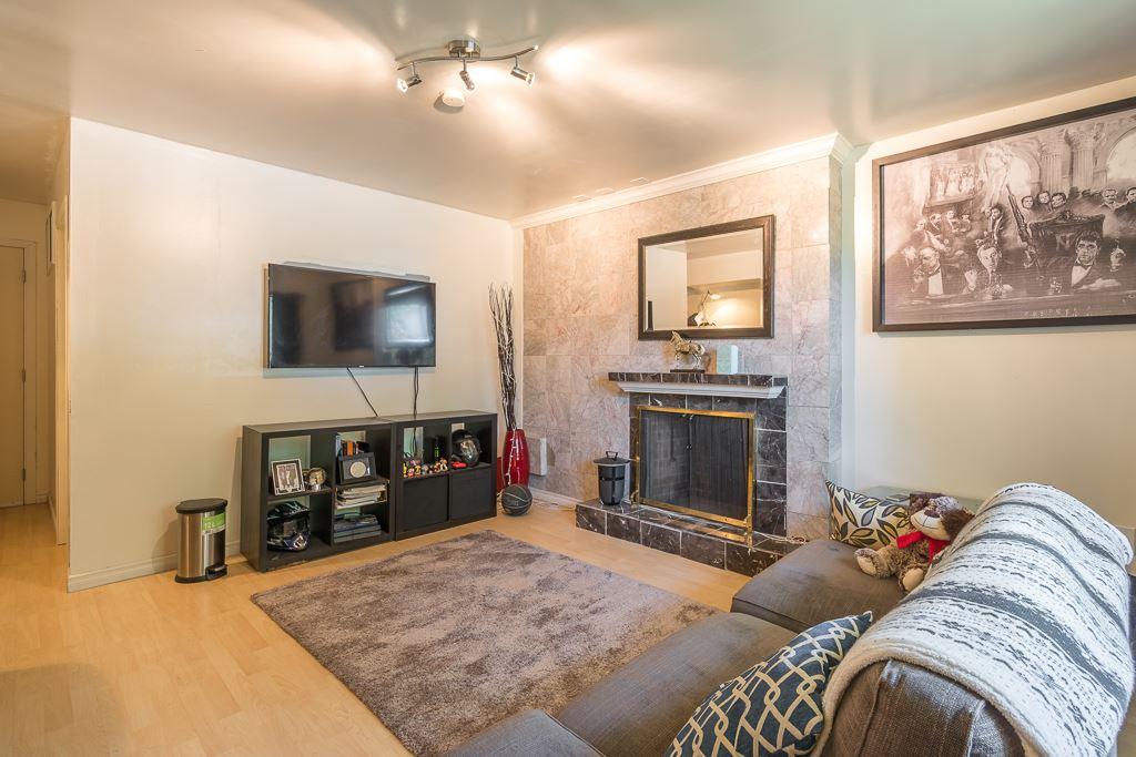 Half-duplex at 5645 NEVILLE STREET, Burnaby South, British Columbia. Image 3