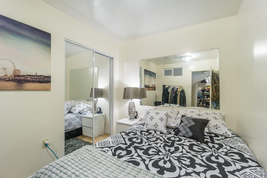 Half-duplex at 5645 NEVILLE STREET, Burnaby South, British Columbia. Image 4