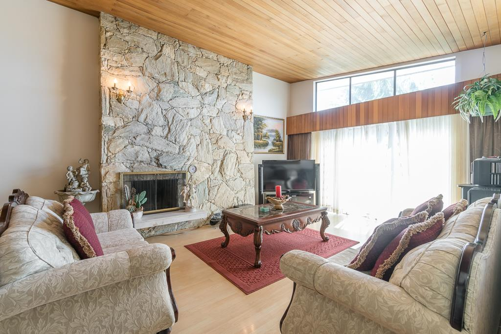 Half-duplex at 5645 NEVILLE STREET, Burnaby South, British Columbia. Image 5