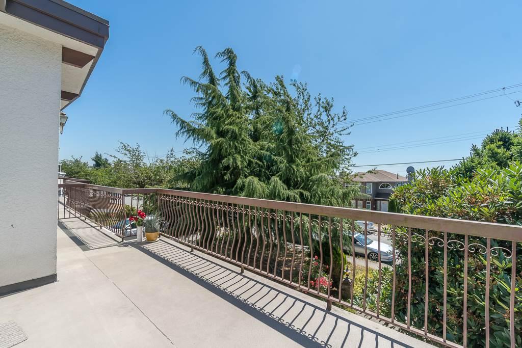 Half-duplex at 5645 NEVILLE STREET, Burnaby South, British Columbia. Image 6
