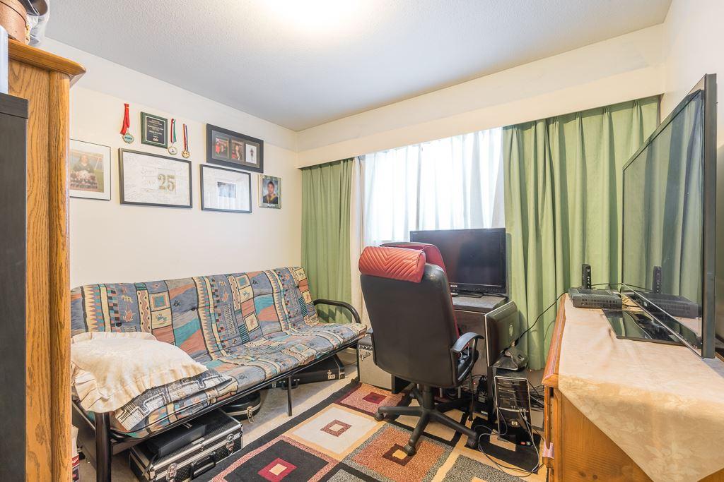Half-duplex at 5645 NEVILLE STREET, Burnaby South, British Columbia. Image 16