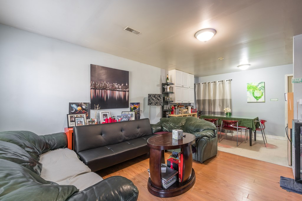 Half-duplex at 5645 NEVILLE STREET, Burnaby South, British Columbia. Image 17