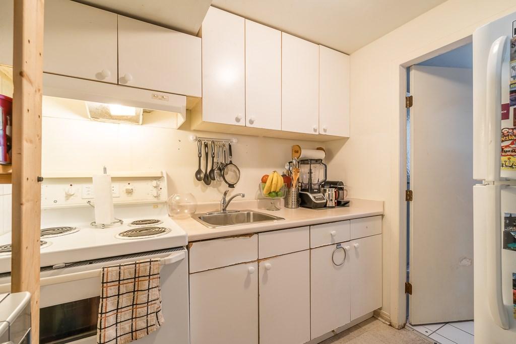 Half-duplex at 5645 NEVILLE STREET, Burnaby South, British Columbia. Image 18
