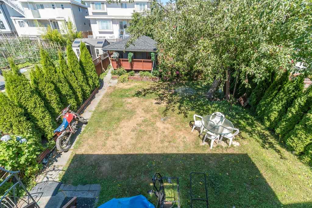Half-duplex at 5645 NEVILLE STREET, Burnaby South, British Columbia. Image 20