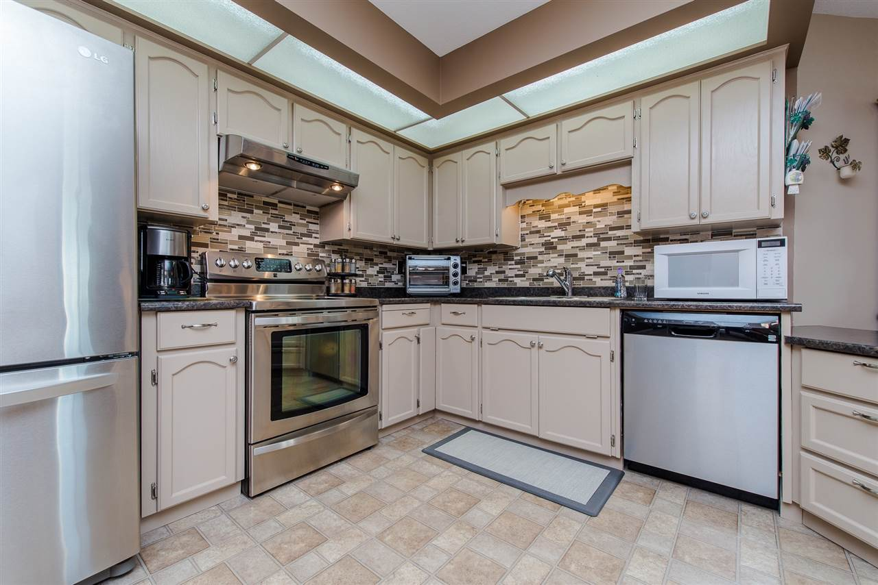 Condo Apartment at 217 31930 OLD YALE ROAD, Unit 217, Abbotsford, British Columbia. Image 4