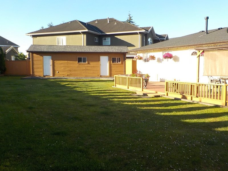 Detached at 13410 WATERFORD PLACE, Surrey, British Columbia. Image 3