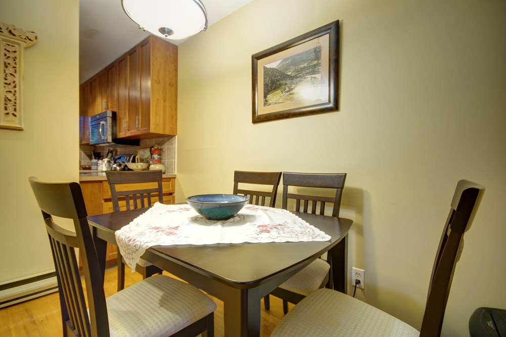 Townhouse at 104 3753 W 10TH AVENUE, Unit 104, Vancouver West, British Columbia. Image 5