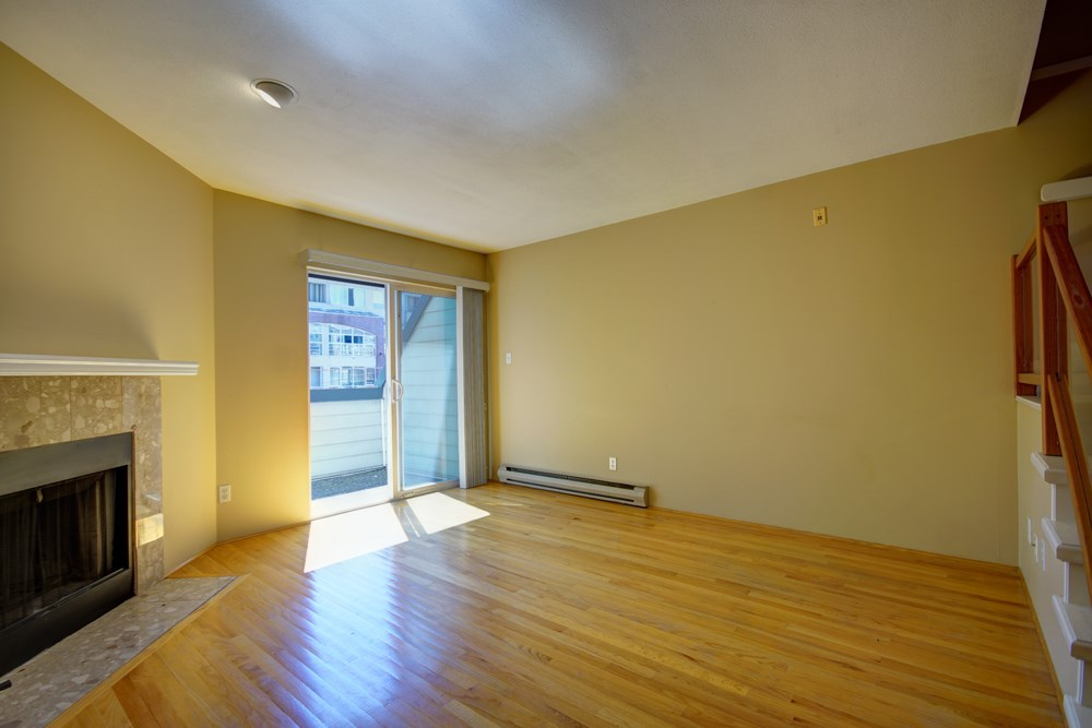 Townhouse at 104 3753 W 10TH AVENUE, Unit 104, Vancouver West, British Columbia. Image 8