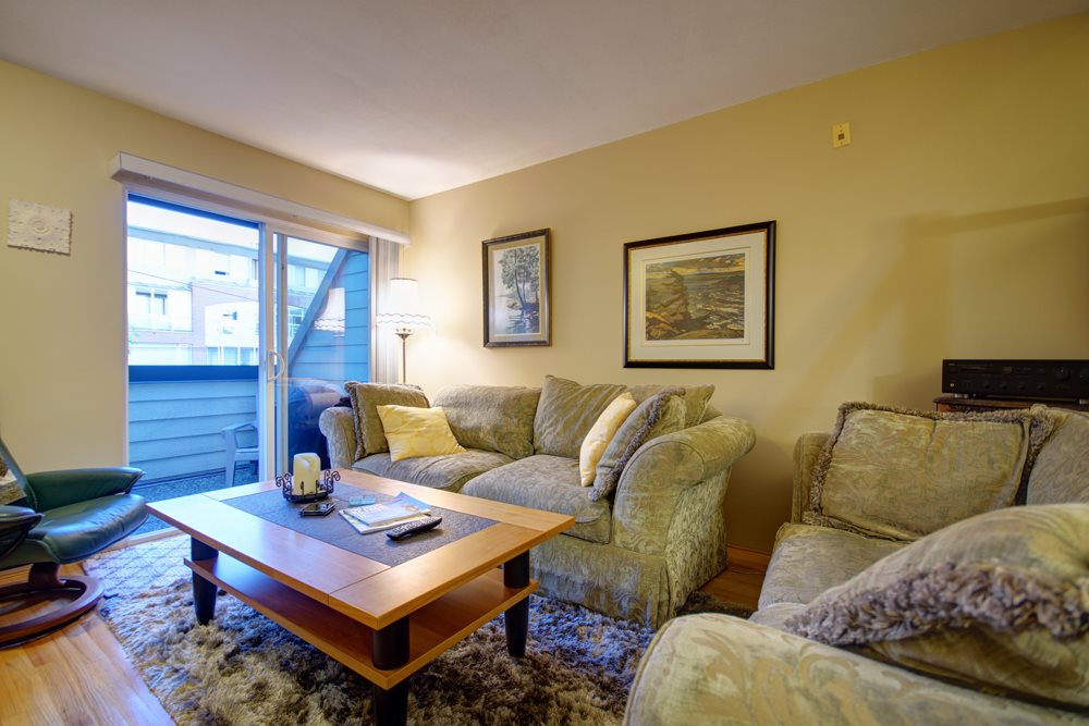 Townhouse at 104 3753 W 10TH AVENUE, Unit 104, Vancouver West, British Columbia. Image 9