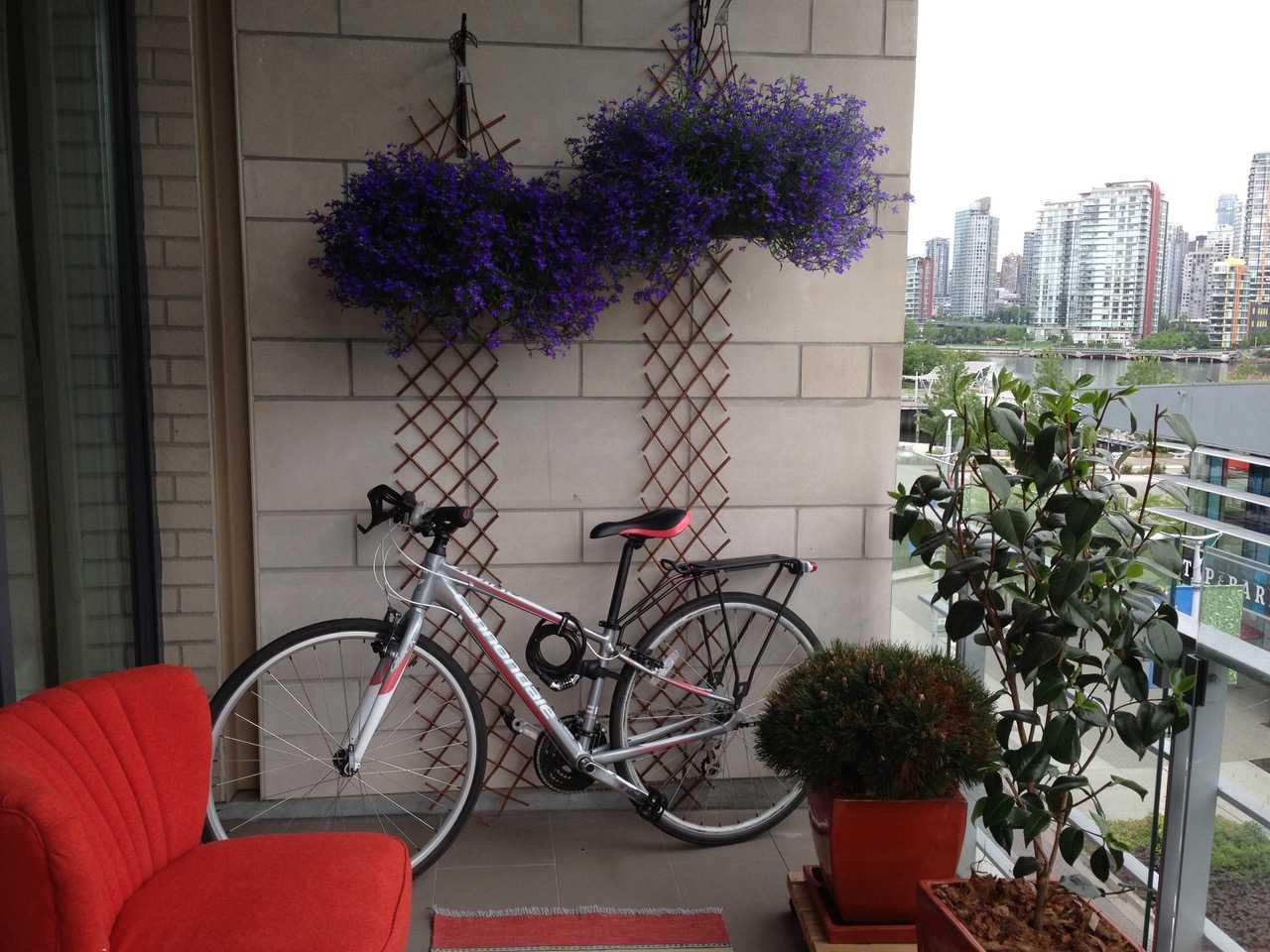 Condo Apartment at 405 12 ATHLETES WAY, Unit 405, Vancouver West, British Columbia. Image 15