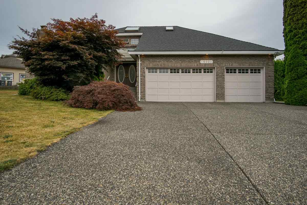 Detached at 16523 86A AVENUE, Surrey, British Columbia. Image 2