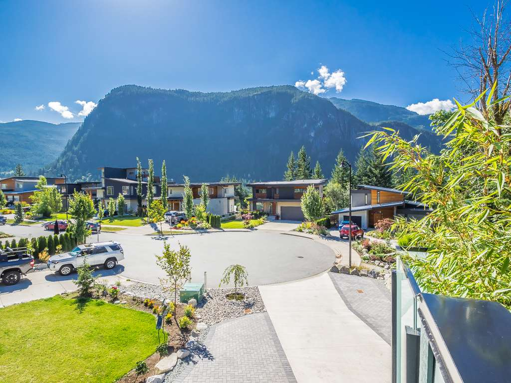 Detached at 2057 CRUMPIT WOODS DRIVE, Squamish, British Columbia. Image 15