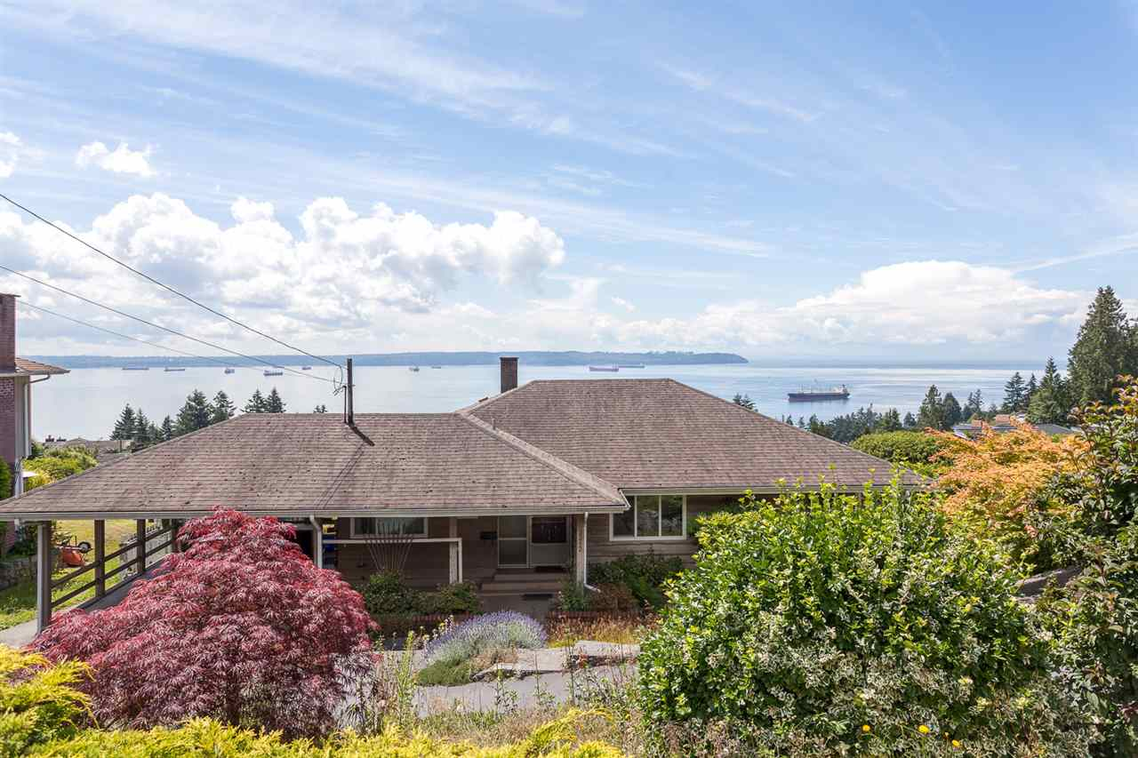 Detached at 3312 WESTMOUNT ROAD, West Vancouver, British Columbia. Image 1