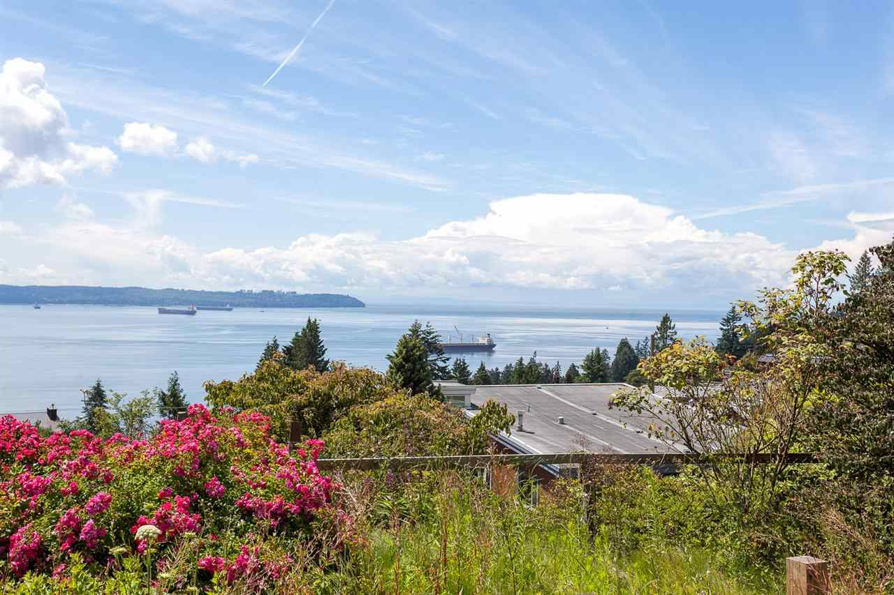 Detached at 3312 WESTMOUNT ROAD, West Vancouver, British Columbia. Image 3