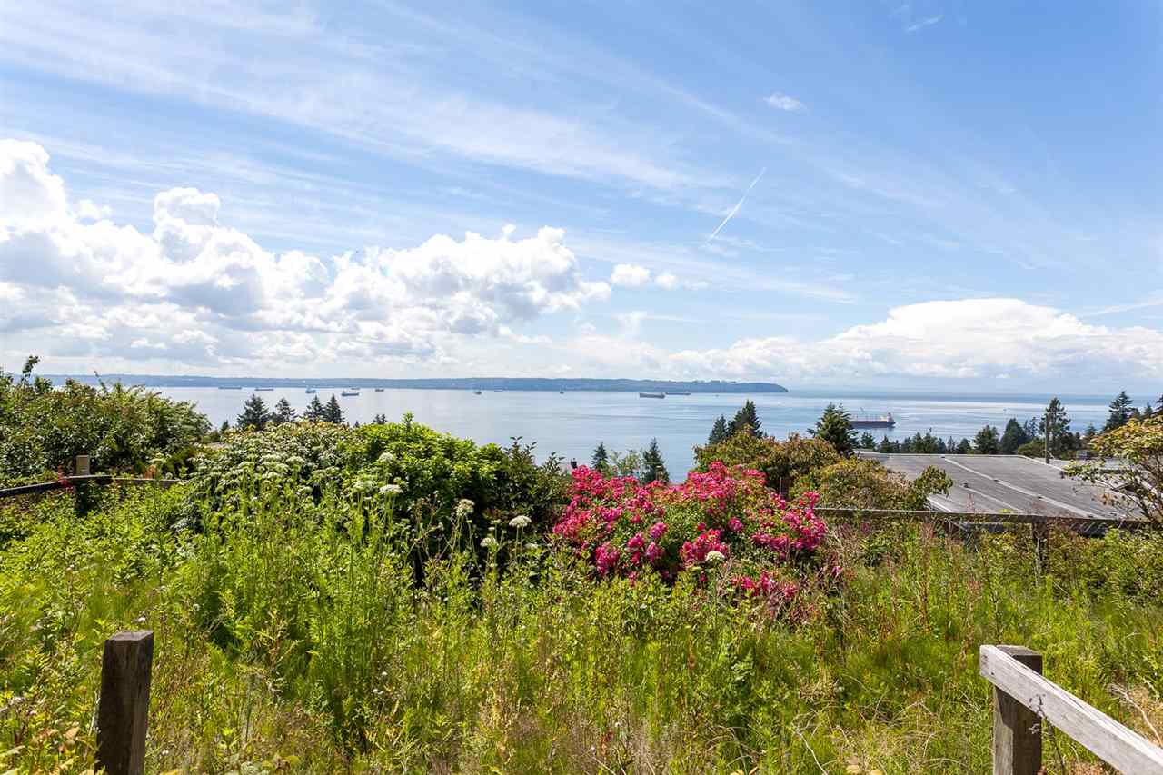 Detached at 3312 WESTMOUNT ROAD, West Vancouver, British Columbia. Image 4