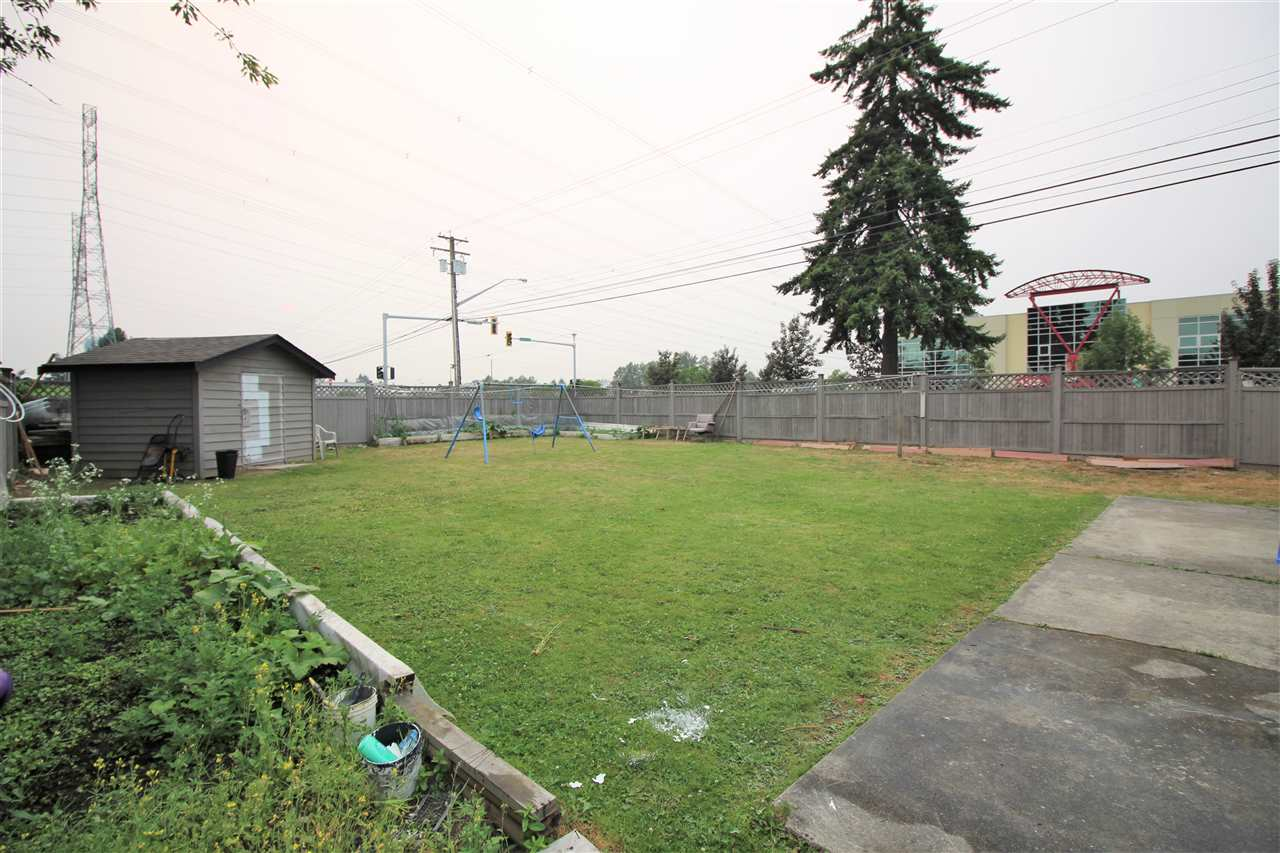 Detached at 7999 126A STREET, Surrey, British Columbia. Image 19