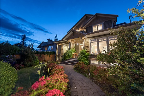 Detached at 2293 FULTON AVENUE, West Vancouver, British Columbia. Image 1