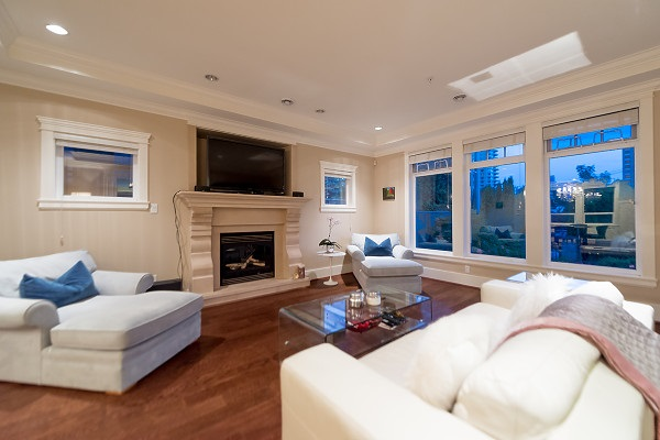 Detached at 2293 FULTON AVENUE, West Vancouver, British Columbia. Image 4