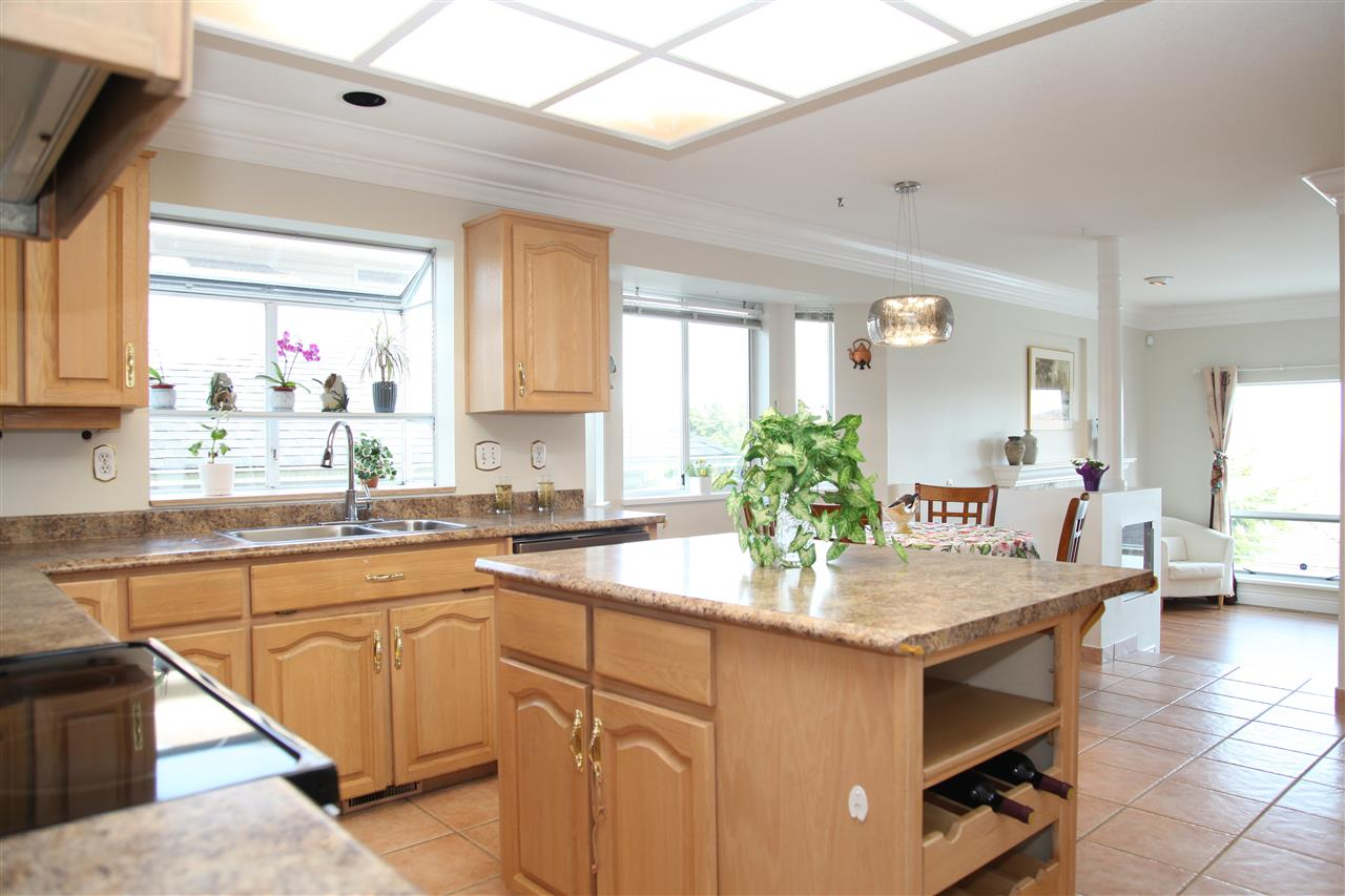 Detached at 2652 BREWSTER DRIVE, Coquitlam, British Columbia. Image 6