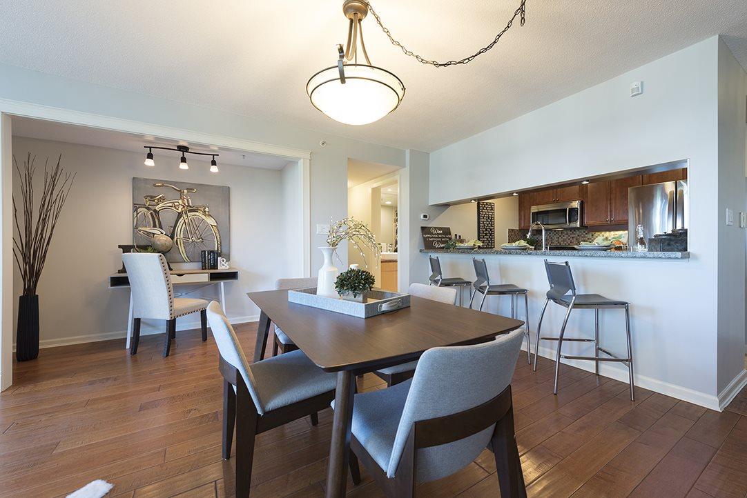 Condo Apartment at 301 1288 MARINASIDE CRESCENT, Unit 301, Vancouver West, British Columbia. Image 1