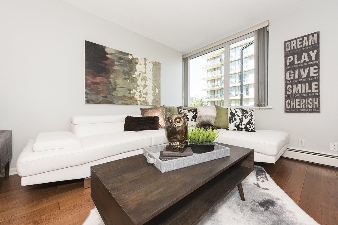 Condo Apartment at 301 1288 MARINASIDE CRESCENT, Unit 301, Vancouver West, British Columbia. Image 3