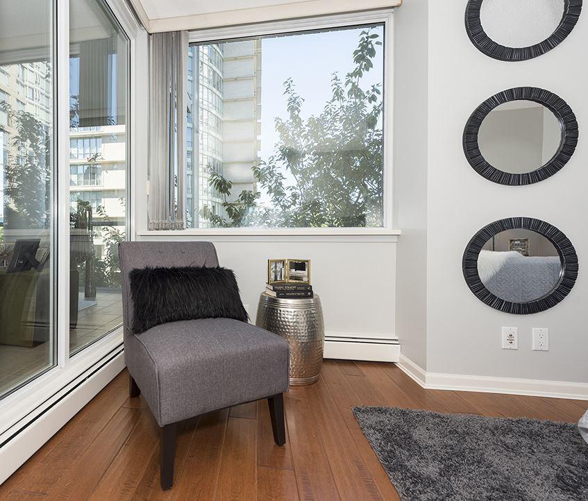 Condo Apartment at 301 1288 MARINASIDE CRESCENT, Unit 301, Vancouver West, British Columbia. Image 6