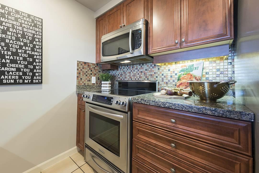 Condo Apartment at 301 1288 MARINASIDE CRESCENT, Unit 301, Vancouver West, British Columbia. Image 8