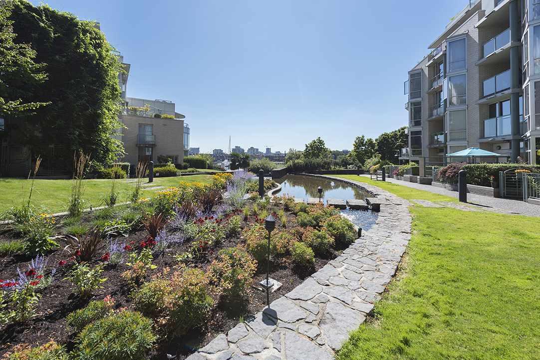 Condo Apartment at 301 1288 MARINASIDE CRESCENT, Unit 301, Vancouver West, British Columbia. Image 16