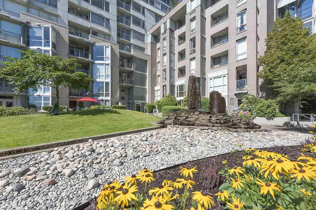 Condo Apartment at 301 1288 MARINASIDE CRESCENT, Unit 301, Vancouver West, British Columbia. Image 17