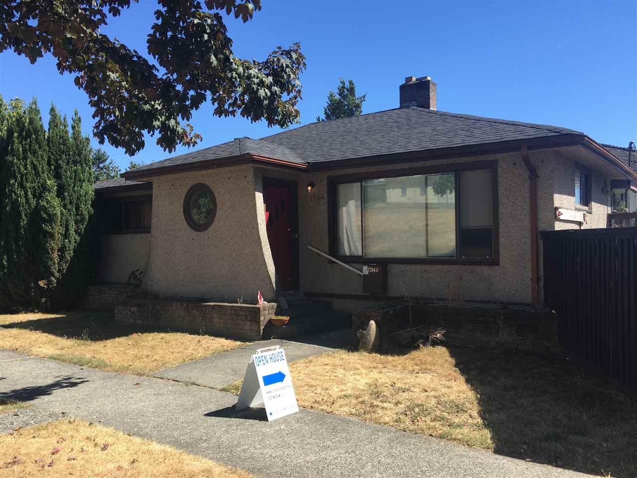 Detached at 1704 HAMILTON STREET, New Westminster, British Columbia. Image 1