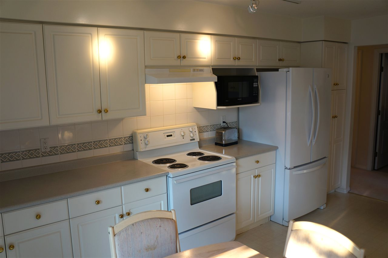 Condo Apartment at 204 15342 20 AVENUE, Unit 204, South Surrey White Rock, British Columbia. Image 3