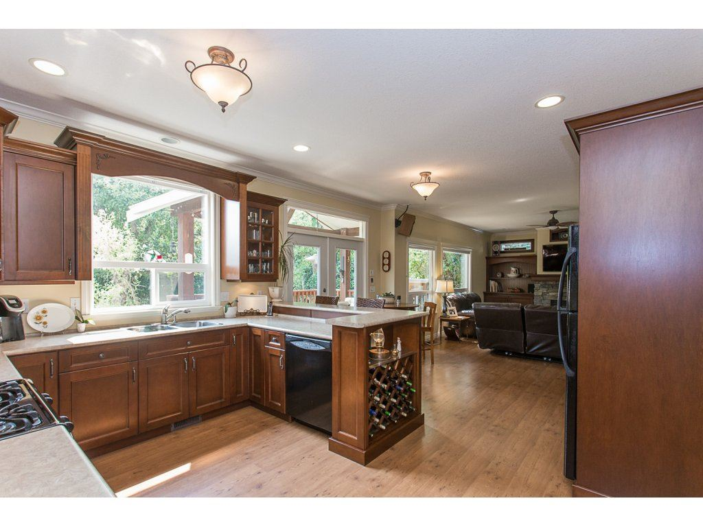 Detached at 34730 FENMO PLACE, Mission, British Columbia. Image 3