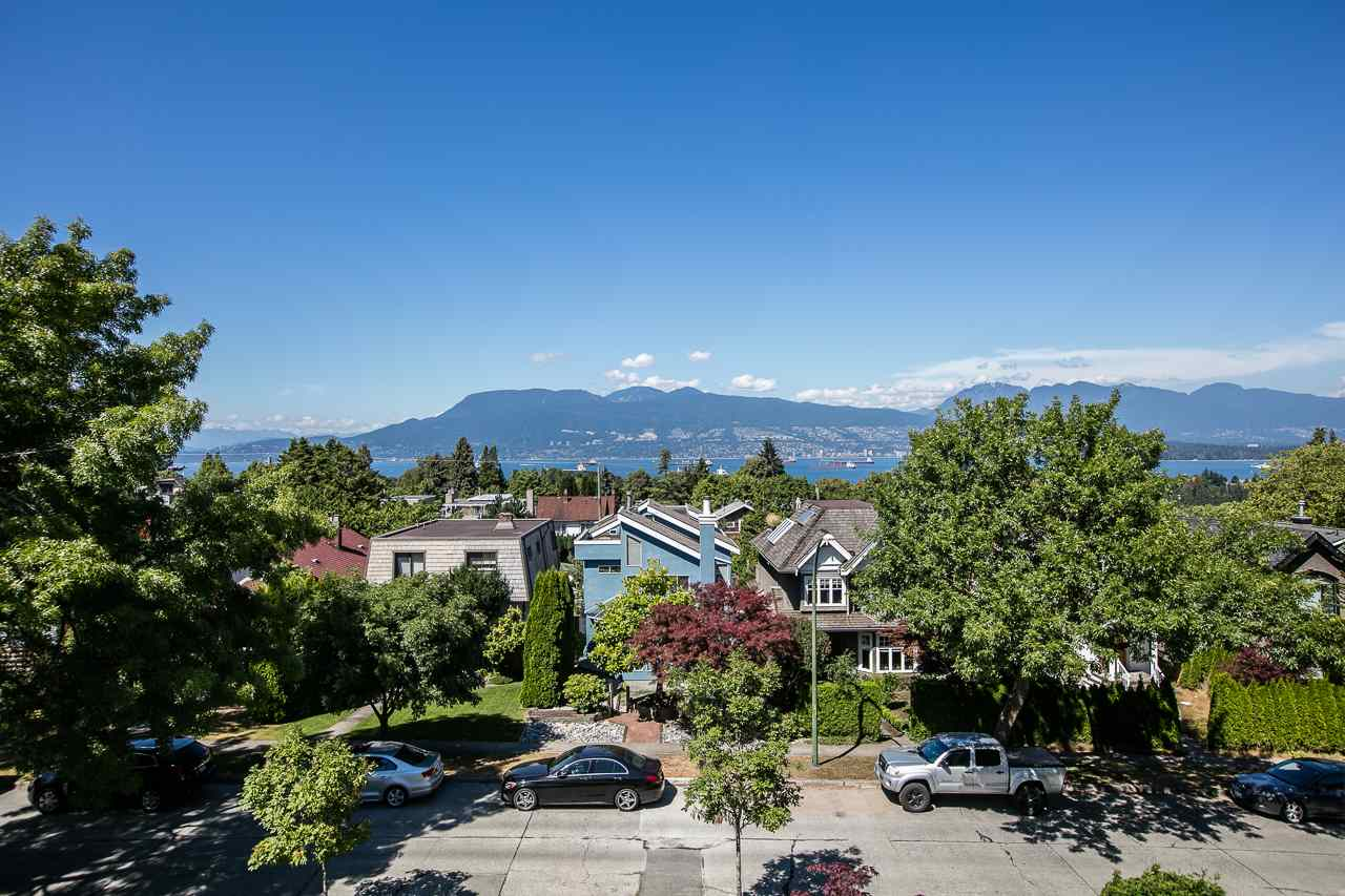 Detached at 4028 W 11TH AVENUE, Vancouver West, British Columbia. Image 1