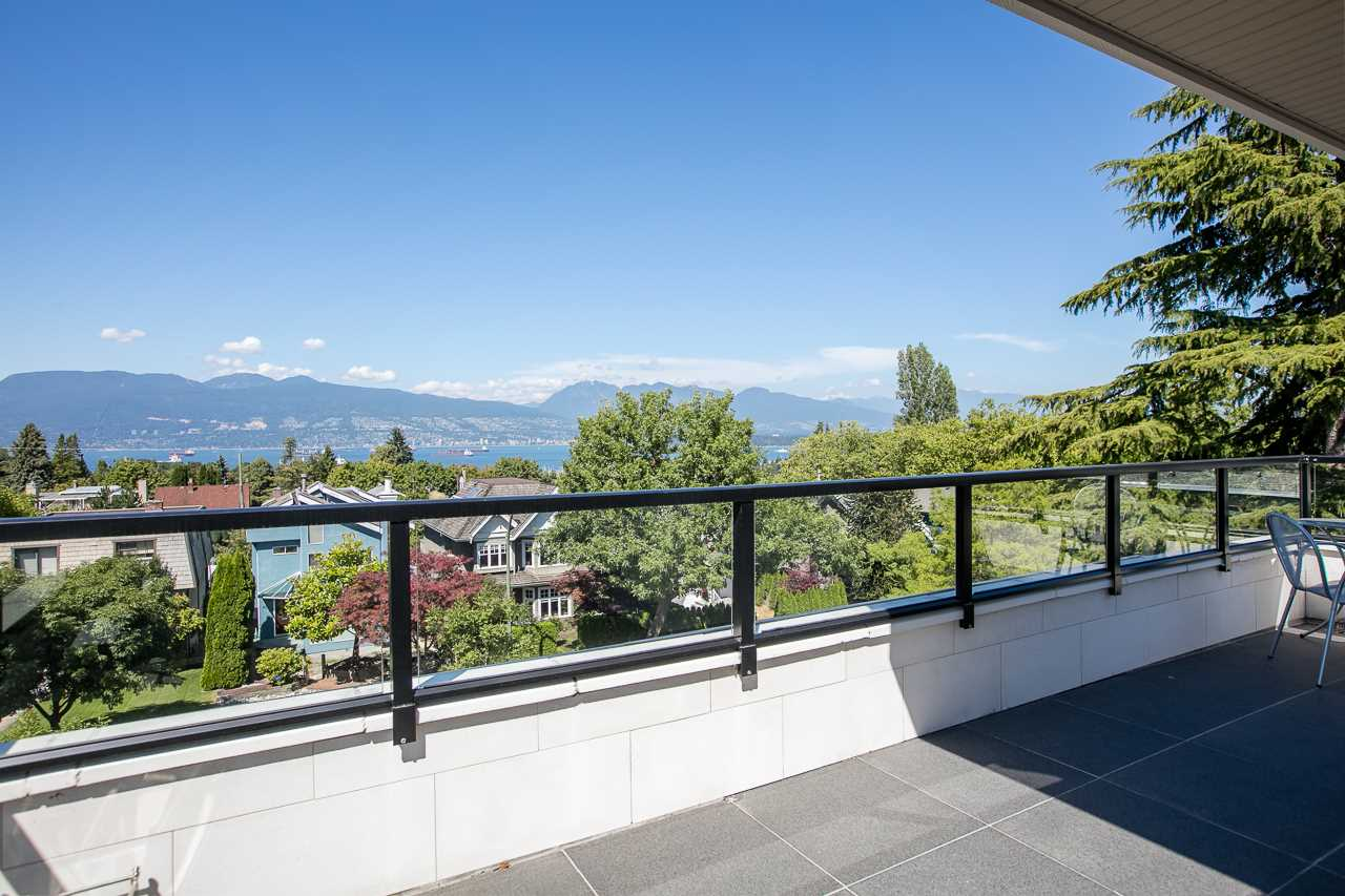 Detached at 4028 W 11TH AVENUE, Vancouver West, British Columbia. Image 2
