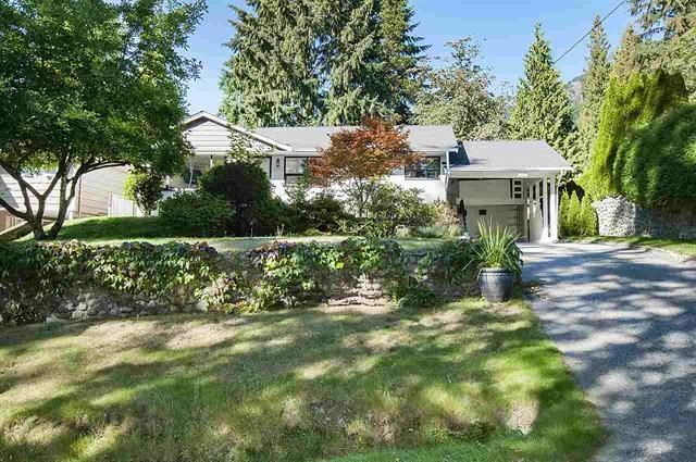 Detached at 1002 CLEMENTS AVENUE, North Vancouver, British Columbia. Image 2