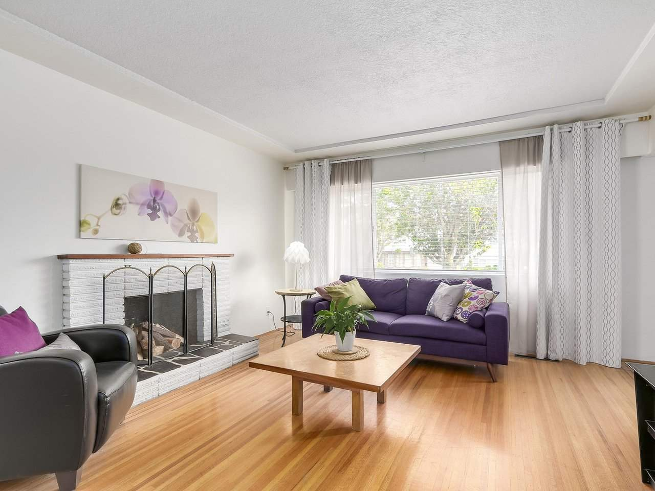 Detached at 4590 UNION STREET, Burnaby North, British Columbia. Image 3