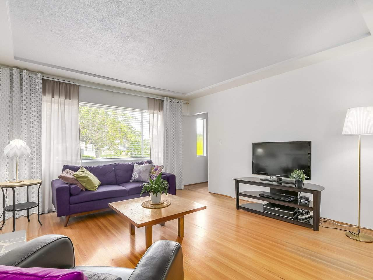 Detached at 4590 UNION STREET, Burnaby North, British Columbia. Image 4