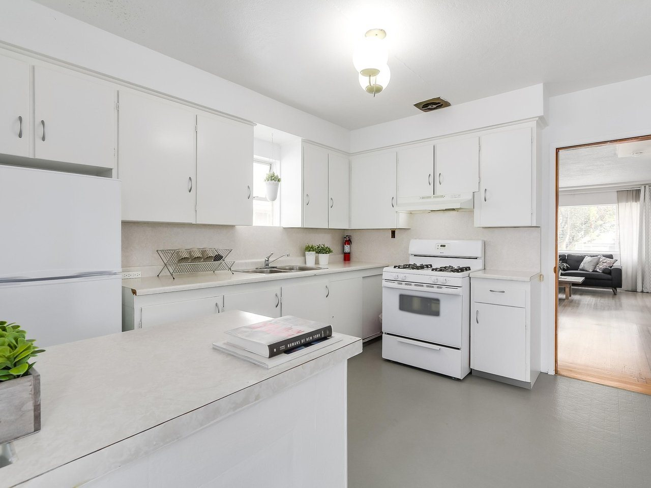 Detached at 4590 UNION STREET, Burnaby North, British Columbia. Image 9