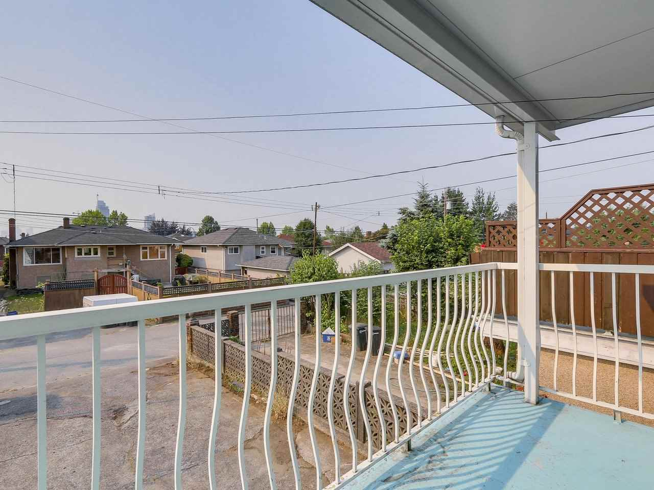 Detached at 4590 UNION STREET, Burnaby North, British Columbia. Image 11