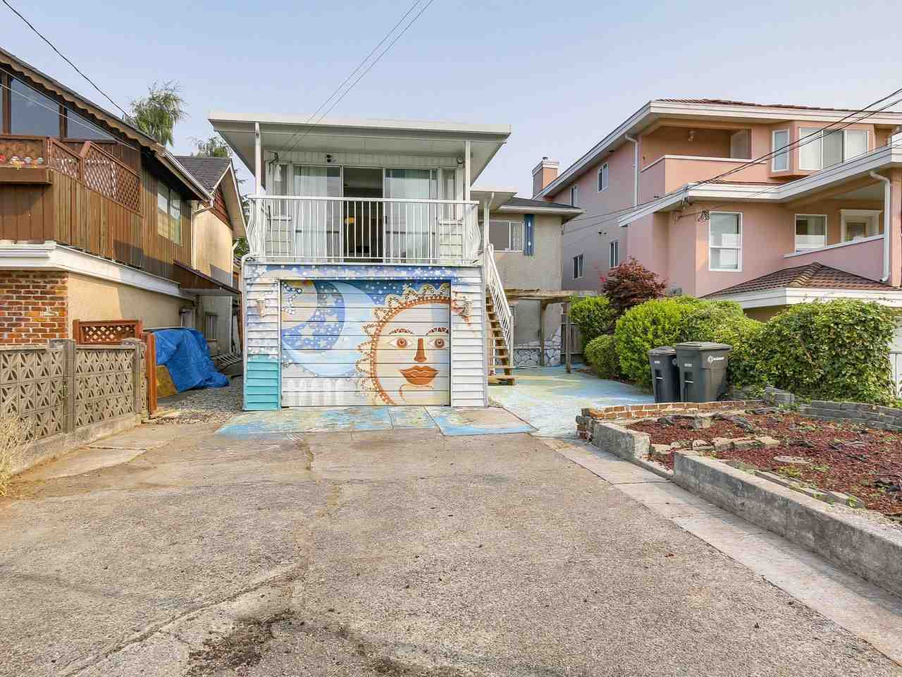 Detached at 4590 UNION STREET, Burnaby North, British Columbia. Image 20