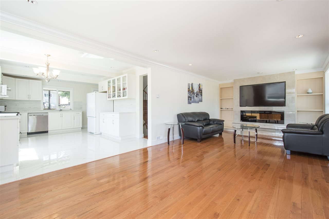 Detached at 1715 MACGOWAN AVENUE, North Vancouver, British Columbia. Image 2