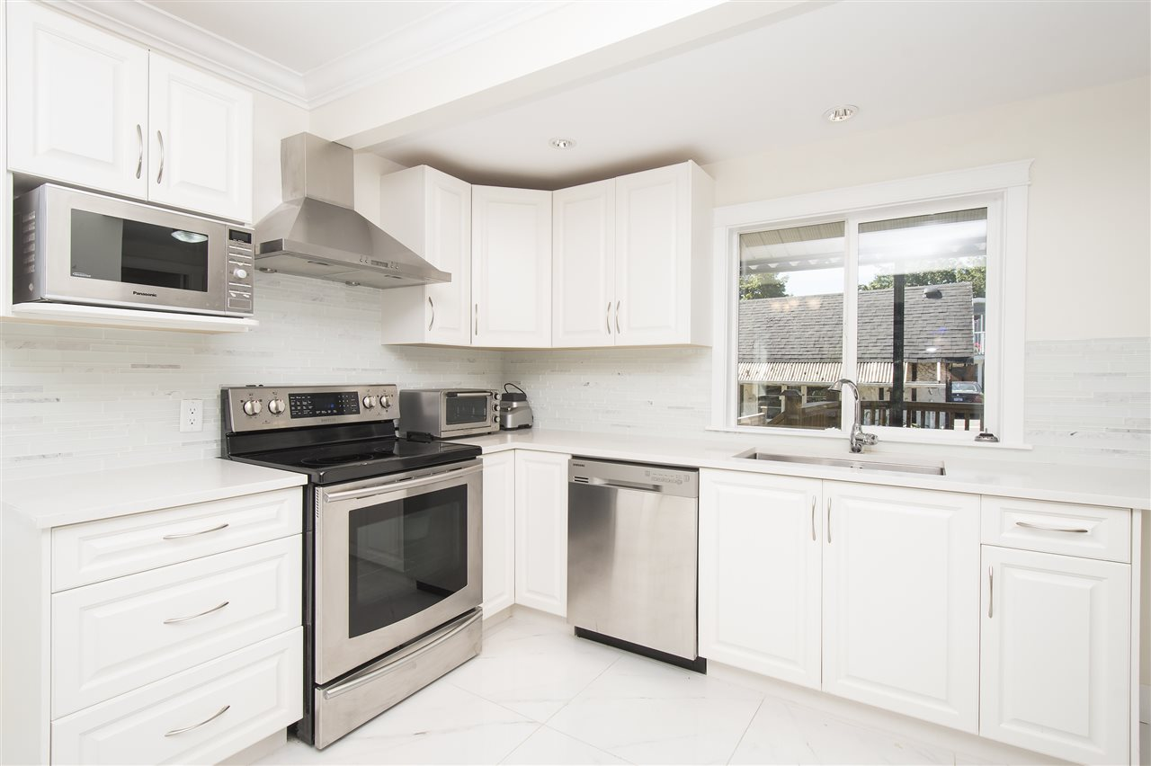 Detached at 1715 MACGOWAN AVENUE, North Vancouver, British Columbia. Image 6